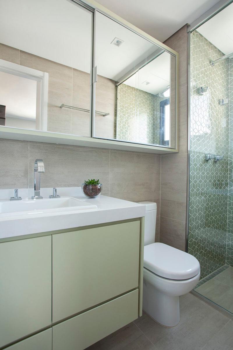 banheiro em tons de verde com pastilha hexagonal