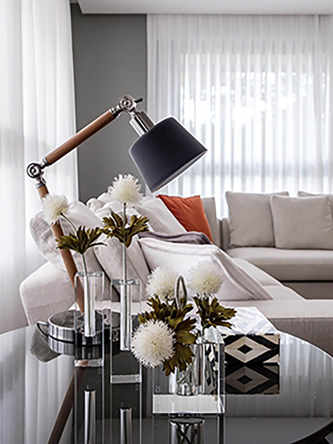 Mesa lateral com solitários de cristal